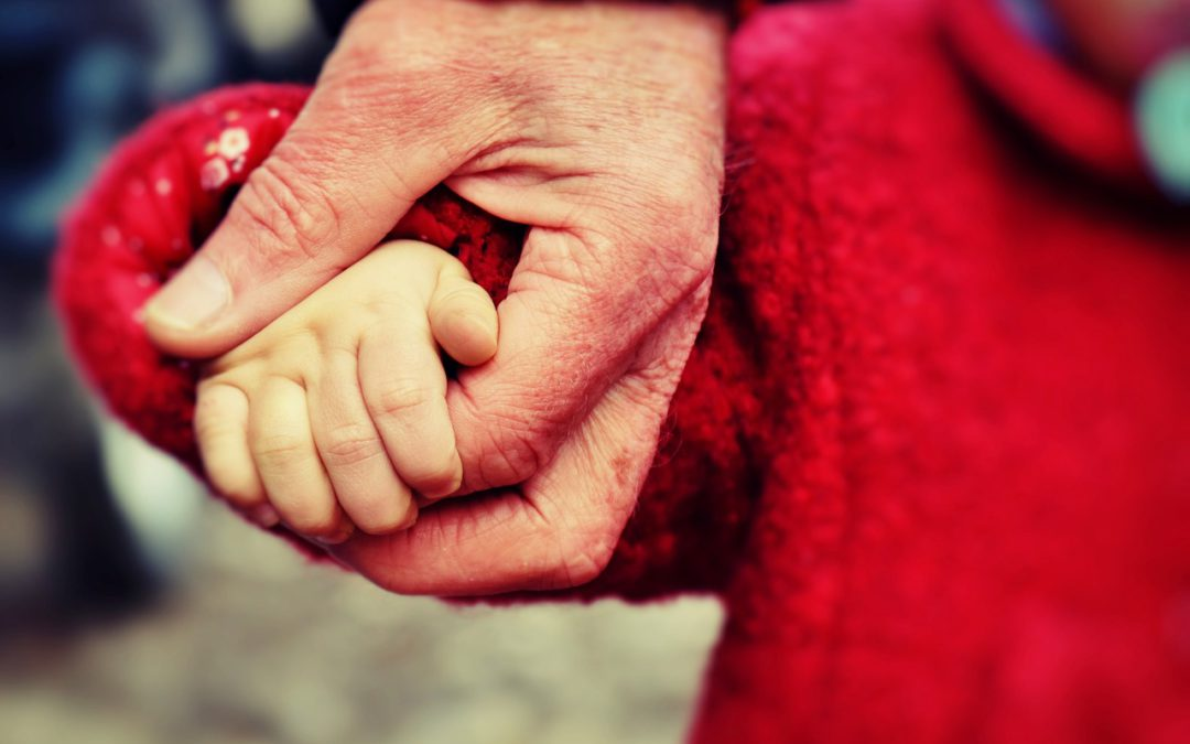 Nem a szüléstől leszünk szülők –  miért övezi ennyi tévhit az örökbefogadást?